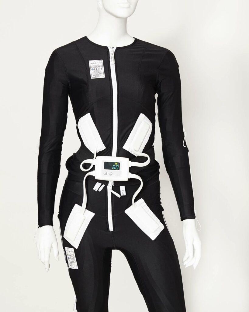 Diapo 2 : Combinaison Exopulse Mollii Suit sur un mannequin