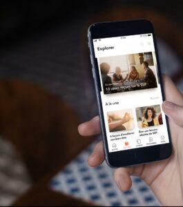 Image de l'application Cleo sur un smartphone montrant des actualités qui concernent la sclérose en plaques