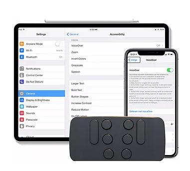 Diapo 4 : Image du Hable One connecté aux paramètres d'un téléphone et d'une tablette où est notamment installé VoiceOver